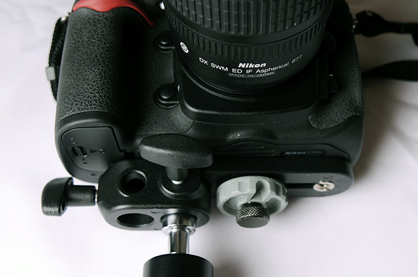 Attach the DSLR to the Magic Arm on the baseplate, as shown here.